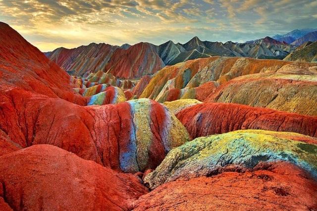 Đây là khu vực thuộc công viên địa chất Zhangye nổi tiếng ở Cam Túc, Trung Quốc