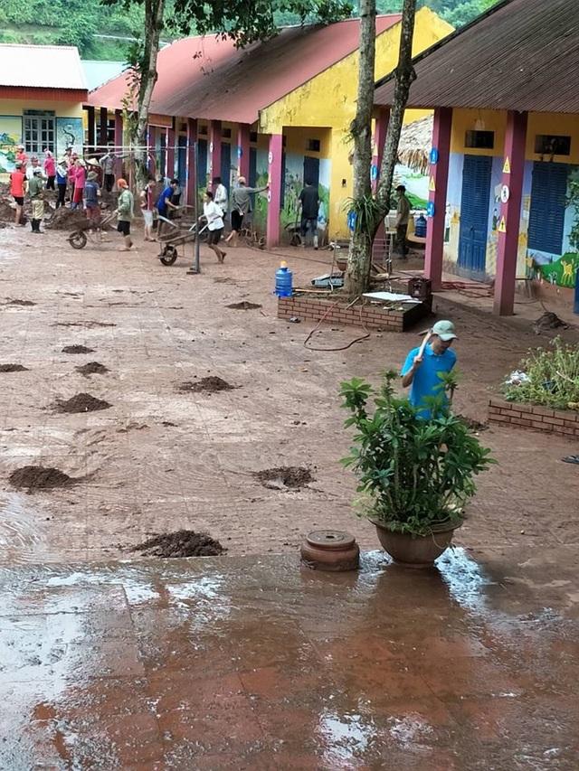 Kinh hoàng lũ ống đổ hàng trăm tấn bùn xuống Trường PTDTBT tiểu học Chà Nưa - 9
