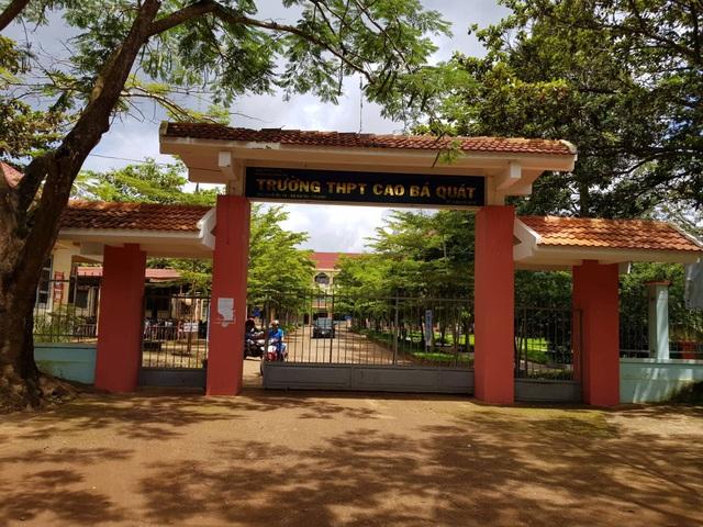 Trường THPT Cao Bá Quát nơi thầy giáo bị học sinh dẫn người lạ tới đánh
