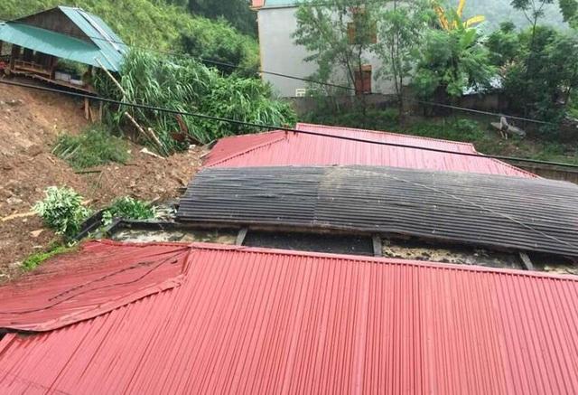 Nhiều phòng học trên địa bàn huyện Quan Hóa (Thanh Hóa) bị mưa lũ vùi lấp.