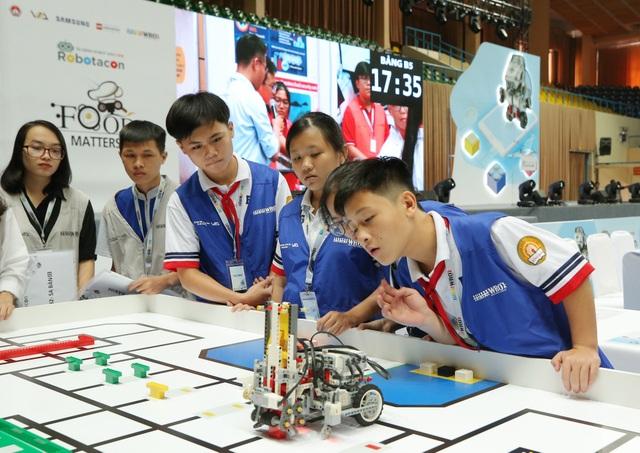 STEM và cuộc sáng tạo khoa học Robotacon 2018 dành cho giới trẻ - 2