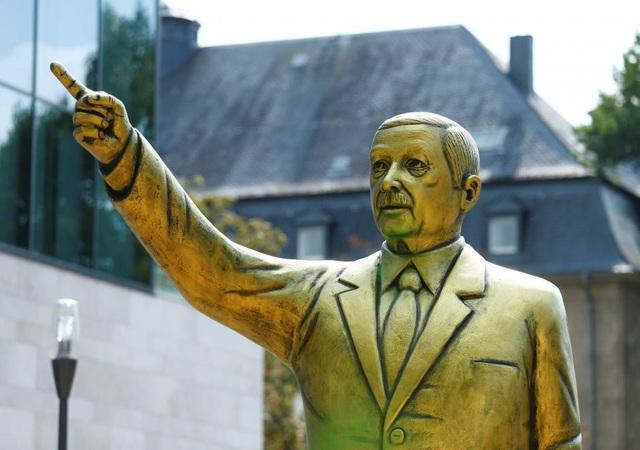 Tượng Tổng thống Thổ Nhĩ Kỳ tại Đức (Ảnh: AFP)