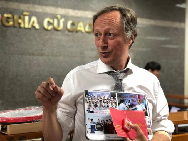 Ông Bruno Angelet cho biết sẽ vận động sớm nhất cán bộ ngoại giao tại đại sứ quán các nước EU tại Việt Nam tham gia hiến máu.