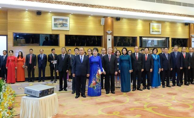 Thủ tướng Nguyễn Xuân Phúc và Phu nhân cùng các lãnh đạo cấp cao Việt Nam tại buổi tiệc tối 30/8