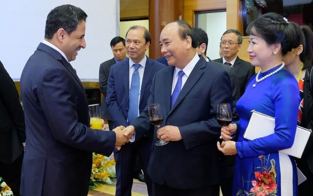 Thủ tướng Nguyễn Xuân Phúc và Phu nhân nâng ly chúc mừng các đoàn ngoại giao nước ngoài tại Việt Nam