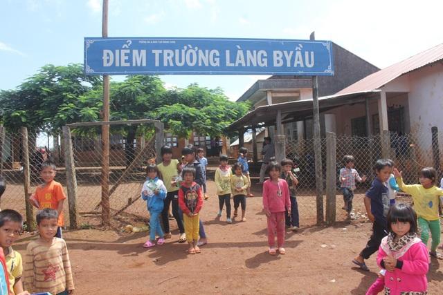 Một điểm trường thuộc xã Lơ Pang (huyện Mang Yang, tỉnh Gia Lai) vẫn đang nằm cheo leo trên đỉnh núi Bờ Yầu.