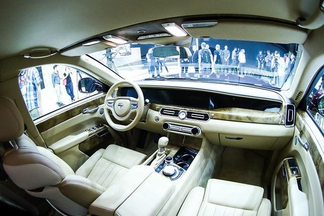 Tương tự siêu xe của Tổng thống Putin, phiên bản Aurus Senat sản xuất đại trà nhiều khả năng cũng được trang bị động cơ V8 4.4L.