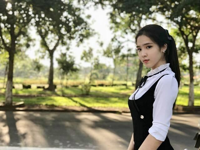 Gặp lại nữ sinh lai Việt - Trung bất ngờ nổi tiếng khi đi cổ vũ U23 Việt Nam - 5