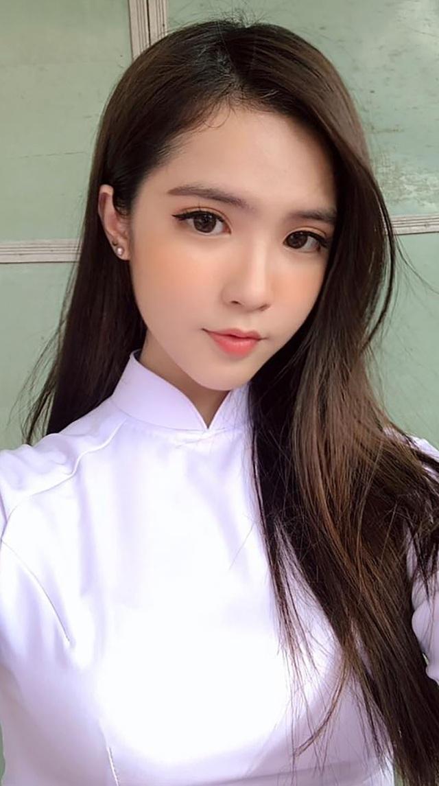 Gặp lại nữ sinh lai Việt - Trung bất ngờ nổi tiếng khi đi cổ vũ U23 Việt Nam - 2