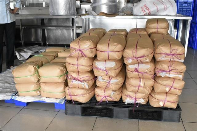 Số phụ gia thực phẩm tại quán cơm tấm Kiều Giang được đoàn kiểm tra phát hiện.