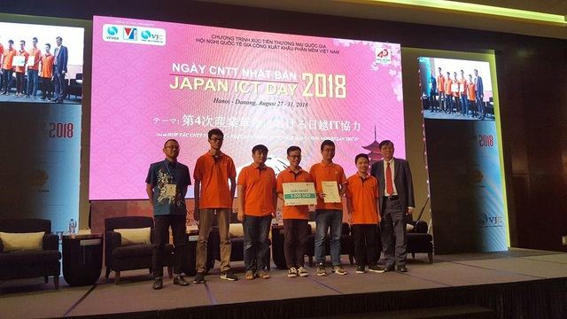 Với việc giành vị trí dẫn đầu cuộc thi, 2 thành viên đội tuyển FPT Edu nhận được chuyến đi Nhật để tham gia giải Hackathon tại Nhật Bản dành cho 2 người (trị giá 5.000 USD).