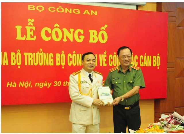 """Thứ trưởng Nguyễn Văn Thành tặng sách """"Thành phố thông minh"""" tới trường ĐH Phòng cháy chữa cháy"""