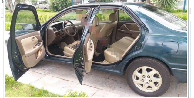 Chiếc Toyota Camry này được bán ra với giá dưới 160 triệu đồng, đời xe 2001. Chiếc xe chỉ dành cho giới trung lưu này hiện cũng được bán khá nhiều ở các cửa hàng xe cũ, do chúng hầu hết được nhập từ Mỹ về Việt Nam trước đây.