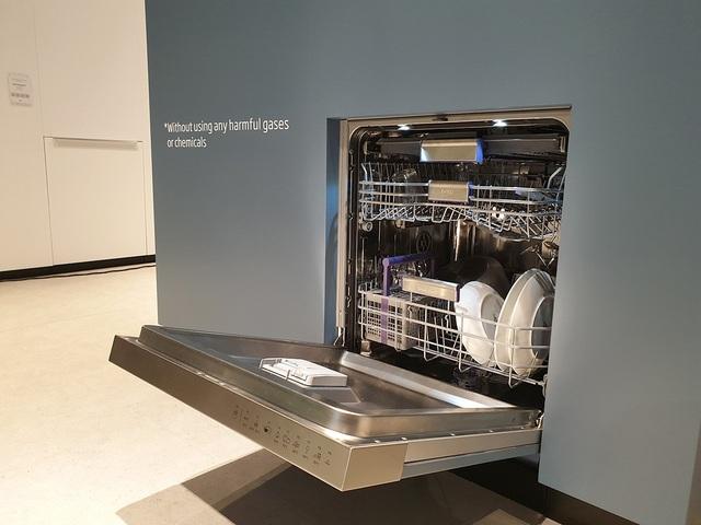 """Cận cảnh máy rửa chén đầu tiên trên thế giới có công nghệ """"không mùi"""" - 3"""