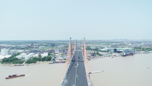 Cầu Bạch Đằng là cây cầu đầu tiên do người Việt thiết kế