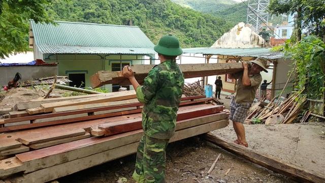 Di dời khẩn cấp 200 hộ dân, nhiều xã bị cô lập chưa thể tiếp cận - 7