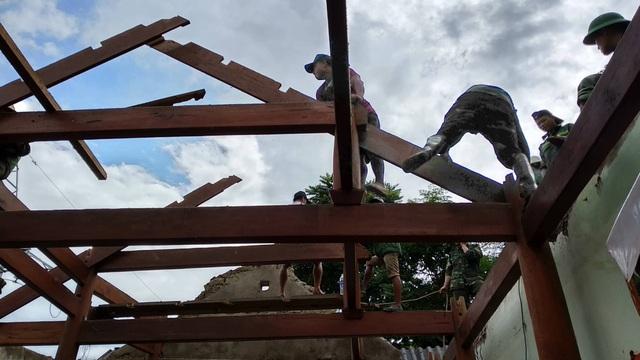 Di dời khẩn cấp 200 hộ dân, nhiều xã bị cô lập chưa thể tiếp cận - 8