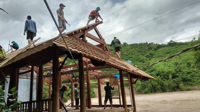 Di dời khẩn cấp 200 hộ dân, nhiều xã bị cô lập chưa thể tiếp cận - 9
