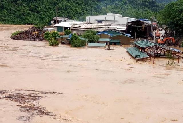 Nước sông dâng cao gây ra ngập lụt tại nhiều khu vực trên địa bàn huyện Quan Hóa.