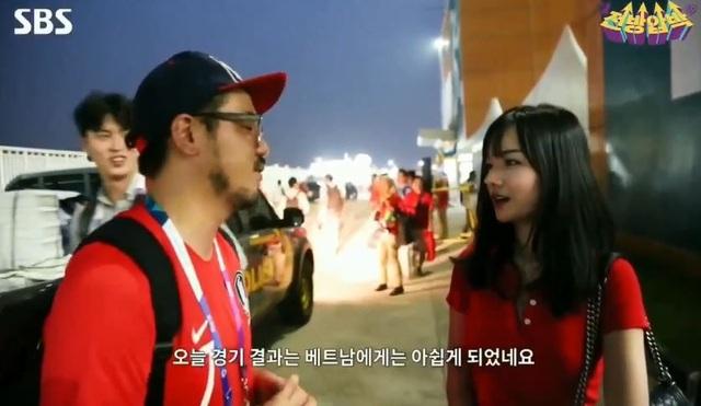 Cô gái Việt Nam nhận nhiều lời khen ngợi nhờ nhan sắc xinh đẹp cùng khả năng nói tiếng anh lưu loát.