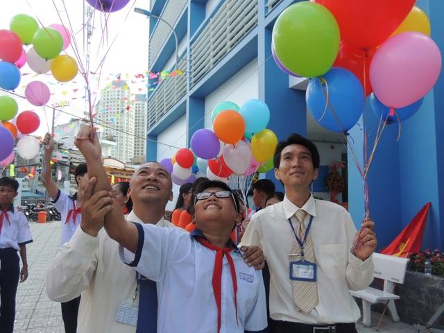Sáng nay 31/8, Trường THCS Cửu Long, Q. Bịnh Thạnh - ngôi đầu tiên ở TPHCM đã tổ chức lễ khai giảng năm học mới