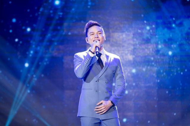 """Ca sĩ Hoàng Tôn sau một thời gian dài đã quay trở lại bảng xếp hạng cùng ca khúc """"Người thương""""."""