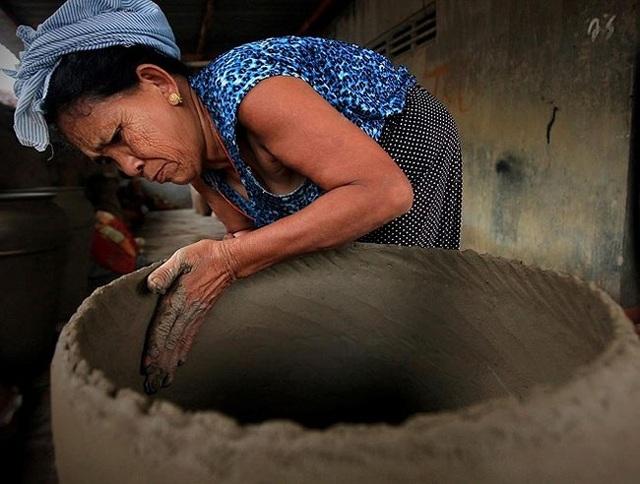 Hơn 50 năm nay, nghệ nhân Đàng Thị Phan làng gốm Bàu Trúc, thị trấn Phước Dân, Ninh Phước, Ninh Thuận, vẫn theo nghề truyền thống. Năm 2006, bà sang Malaysia, Ấn Độ, Nhật Bản… thi tay nghề và đoạt giải nhất. Bà khiến Ban giám khảo và du khách phục tài vì gốm được làm bằng tay và hoa văn tạo từ mẩu lược gãy.