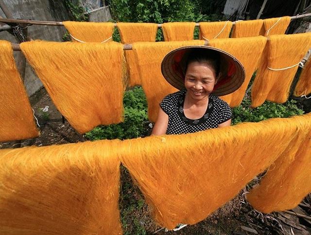 Nét đẹp phụ nữ Việt Nam trong lao động qua con mắt của Lê Bích - 6