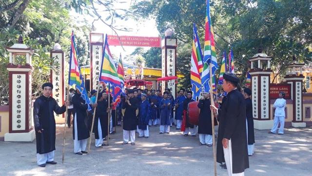 Đoàn rước xuất phát từ đình làng Lương Quán cổ