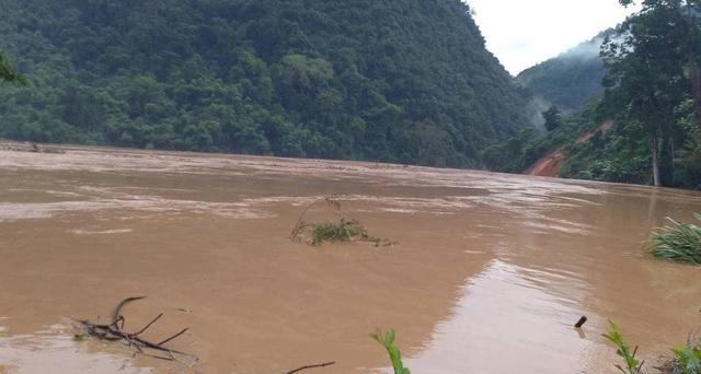 Nước sông Nậm Nơn dâng quá cao và quá nhanh.