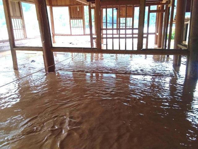 Nước ngập ngang nóc nhà, dân nháo nhác di tản - 6