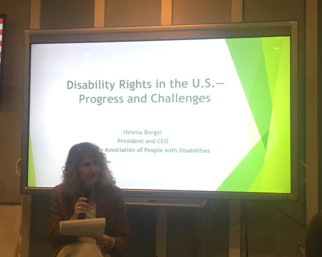 Chủ tịch kiêm giám đốc điều hành của Hội Người khuyết tật Mỹ (AAPD) Helena Berger (Ảnh: Đức Hoàng)