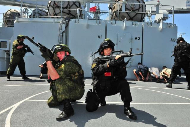 Quân đội Nga - Trung tập trận tại Địa Trung Hải năm 2015 (Ảnh: Xinhua)