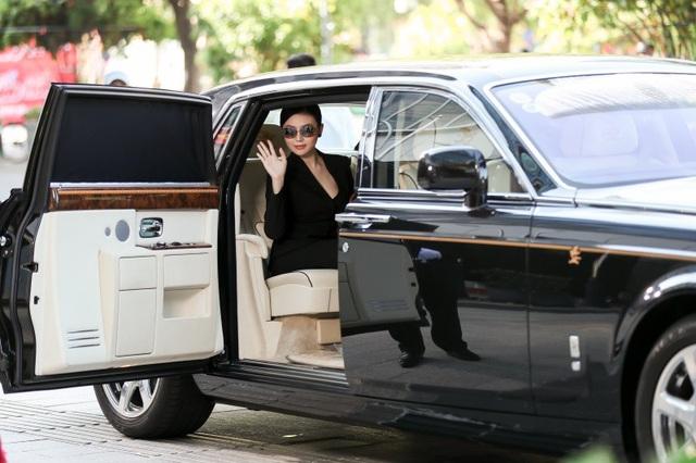 Ngọc Duyên đi xe 50 tỷ đến chỗ làm, đây là chiếc xe mà cô cùng ông xã đang sử dụng tại TP.HCM.