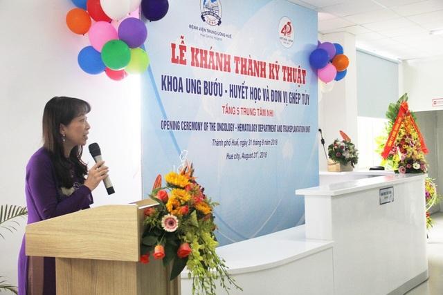 Cô Kazuyo Watanabe, Chủ tịch Tổ chức chăm sóc trẻ em ung thư châu Á, người vận động cho việc xây dựng Khoa Ung bướu - Huyết học và Đơn vị ghép tủy dành cho bệnh nhân nhi vui mừng phát biểu, hy vọng công trình này sẽ giúp được cho nhiều bệnh nhi và gia đình các em