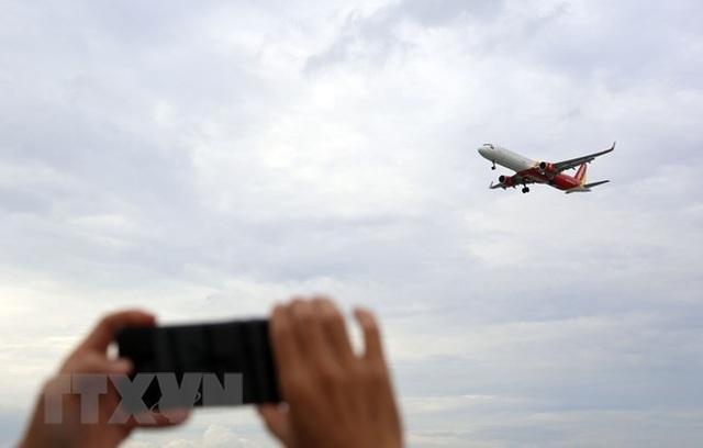 Uống càphê ngắm máy bay - thú vui độc đáo tại TP Hồ Chí Minh - 2