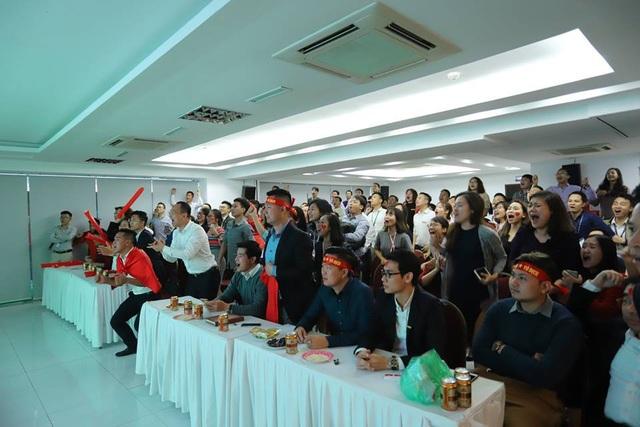 Các trận đấu quan trọng của tuyển bóng đá nam Việt Nam, Cenland đều tổ chức cho anh chị em xem bóng đá ngay tại hội trường lớn của công ty.