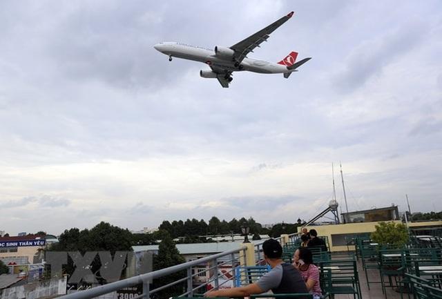 Uống càphê ngắm máy bay - thú vui độc đáo tại TP Hồ Chí Minh - 5