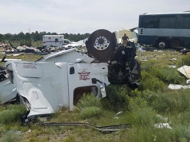 Cơ quan an toàn giao thông quốc gia (NTSB) đã cử một nhóm tới điều tra nguyên nhân vụ việc.