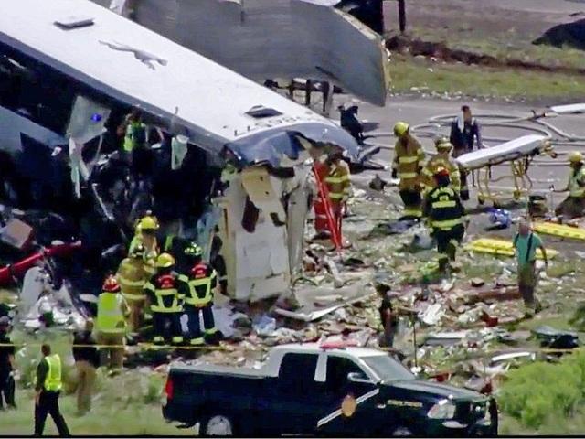 Các nhân chứng đã miêu tả hiện trường vụ tai nạn như địa ngục, khi nhiều hành khách bị thương phải bò qua cửa số xe buýt để ra ngoài.
