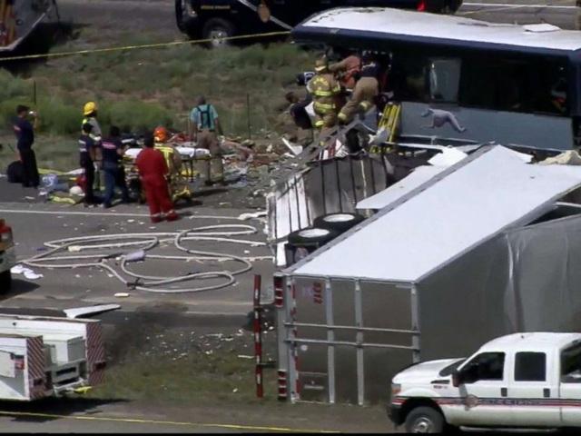 Tai nạn giao thông kinh hoàng tại Mỹ: 7 người chết, nhiều người bị thương nặng - 11