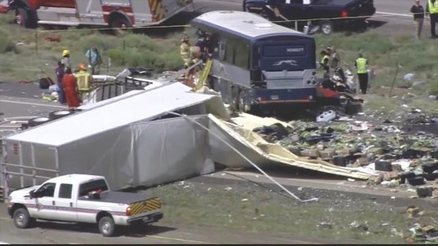 Vụ tai nạn khiến 7 người thiệt mạng và nhiều người khác bị thương. ABC News dẫn lời giới chức địa phương cho biết ít nhất 40 người bị thương đã phải nhập viên và 6 người khác được điều trị tại hiện trường.