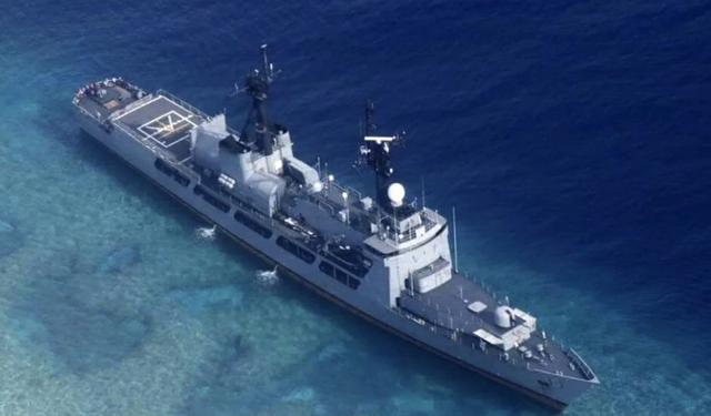 Tàu BRP Del Pilar của Philippines mắc cạn trên Biển Đông (Ảnh: SCMP)