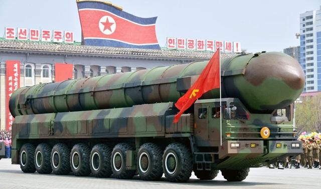 Vũ khí Triều Tiên tại lễ duyệt binhở Bình Nhưỡng (Ảnh: Yonhap)