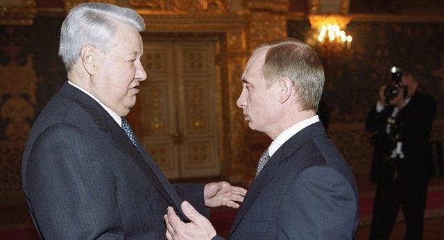 Ông Boris Yeltsin (trái) và ông Vladimir Putin. (Ảnh: RIA Novosti)