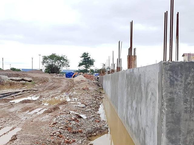 Ngổn ngang đại công trường xây dựng trái phép.