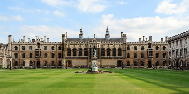 Khuôn viên đại học Cambridge.