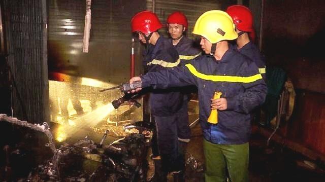 Đám cháy được dập tắt sau 10 phút, các thành viên gia đình được cứu sống an toàn (ảnh: P.A)