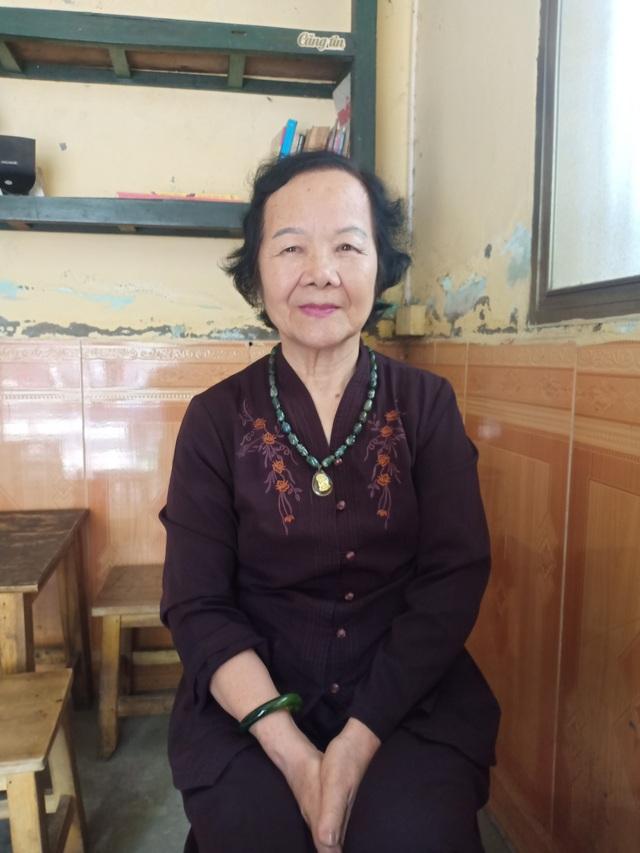 Dù đã 80 tuổi nhưng NSƯT Đức Lưu vẫn nhớ như in những ngày tháng cùng NSƯT Bùi Cường cùng đoàn phim làm Làng Vũ Đại ngày ấy. Ảnh: Tùng Long.