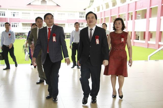 Bộ trưởng Bộ GD-ĐT Phùng Xuân Nhạ dự lễ khánh thành ngôi trường hiện đại nhất Tây Nguyên